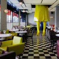Диваны - один из ключевых элементов интерьера любого - кафе, ресторана, бара, по мнению дизайнеров